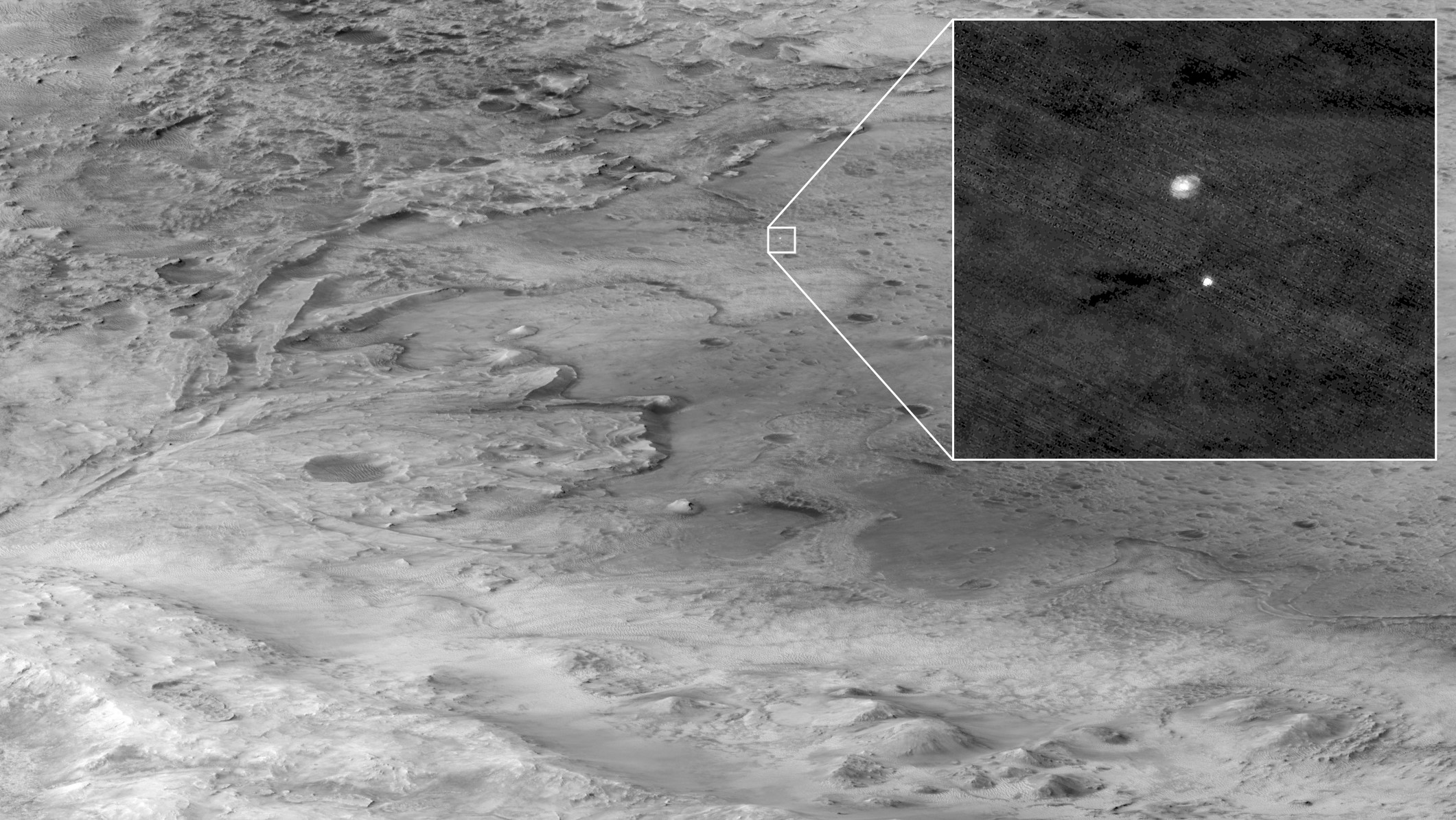 Photo extracted from 700km away by the Mars investigation Orbiter of the Perseverance rover climbing down under its parachute.